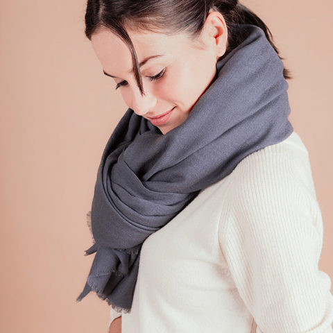 Bufanda extra larga gris
