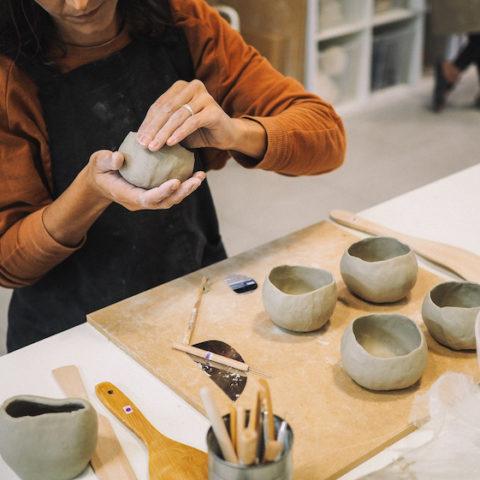 TALLER – Crea tu propio bol de cerámica | BCN Clay Studio