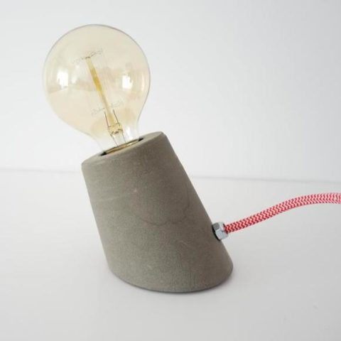 Lámpara de cemento desestructurada gris