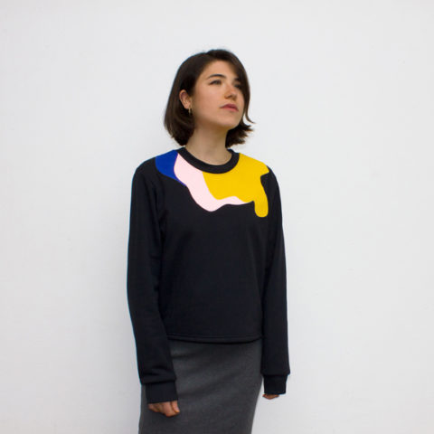 Black sweatshirt with embroidery and tricolour print